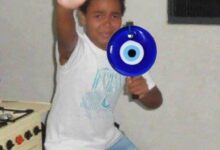 صورة طفل – خرزة زرقاء